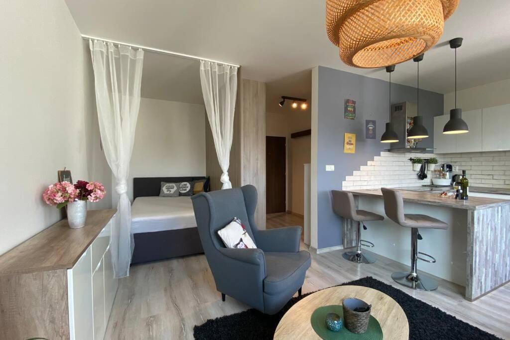 Posedenie v ubytovaní Cozy apartment 20 minutes from Bratislava