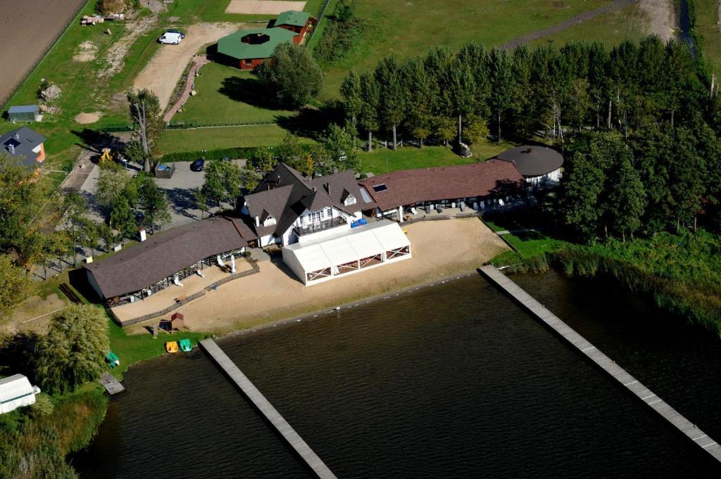 Widok z lotu ptaka na obiekt Hotel Łazienki Chodzieskie