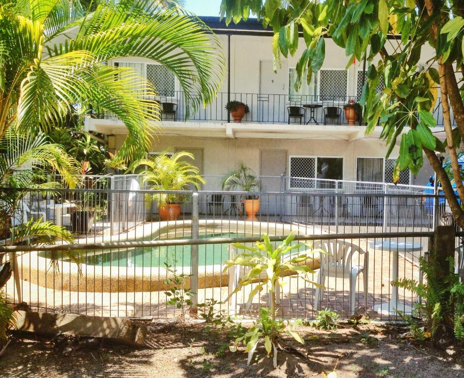 The swimming pool at or near Cairns City Motel