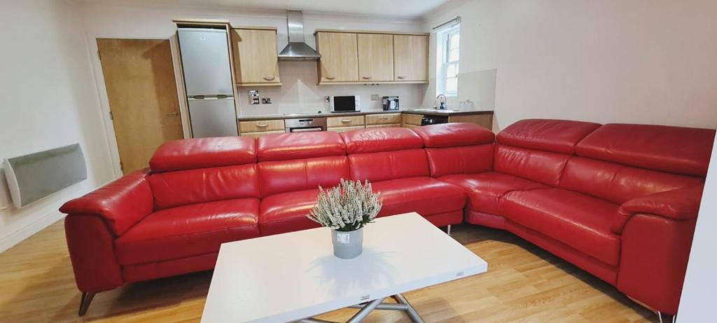 A seating area at A Beautiful Boutique 2 Bed Ensuite Apartment