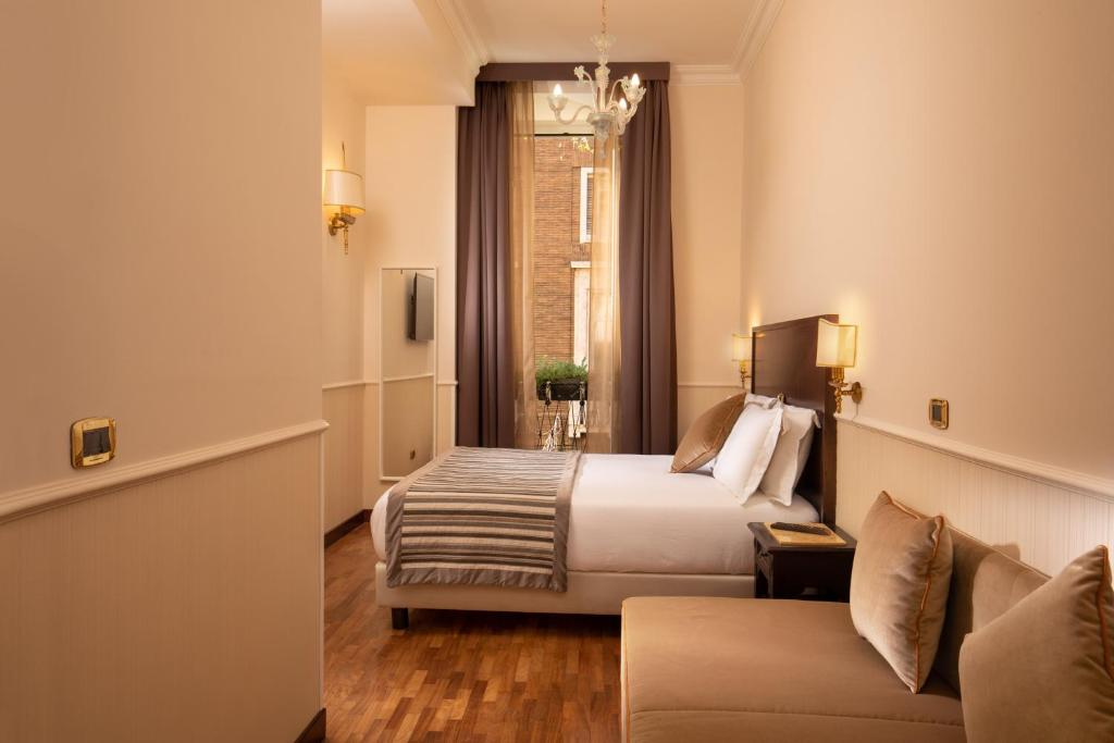 A bed or beds in a room at Hotel Del Corso