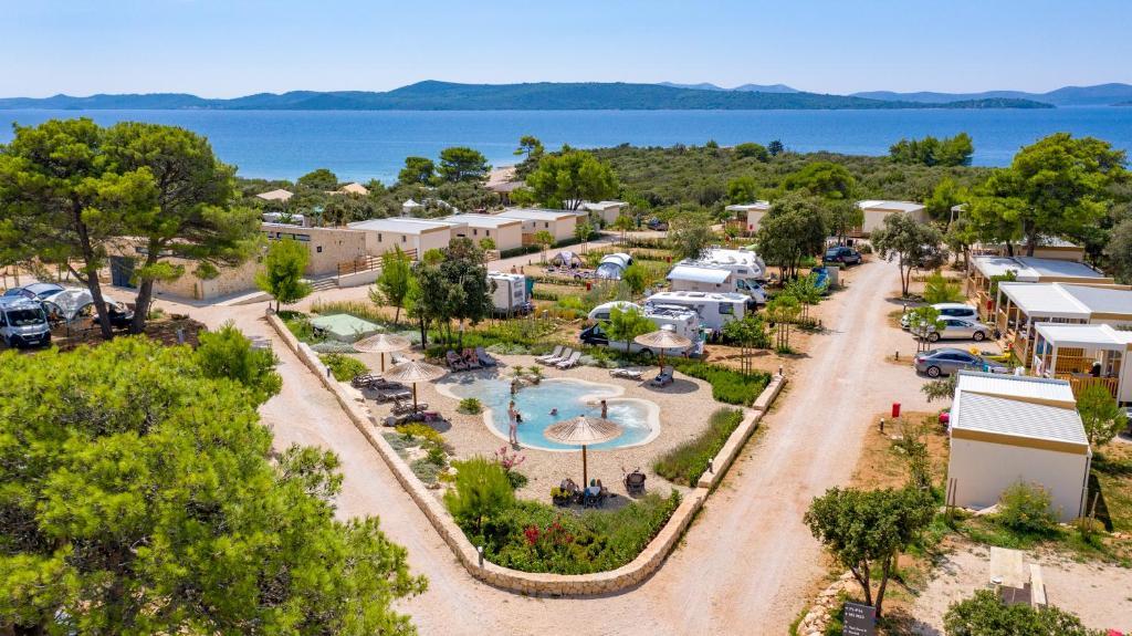 Ptičja perspektiva objekta Mobile Homes at Camping Ugljan Resort