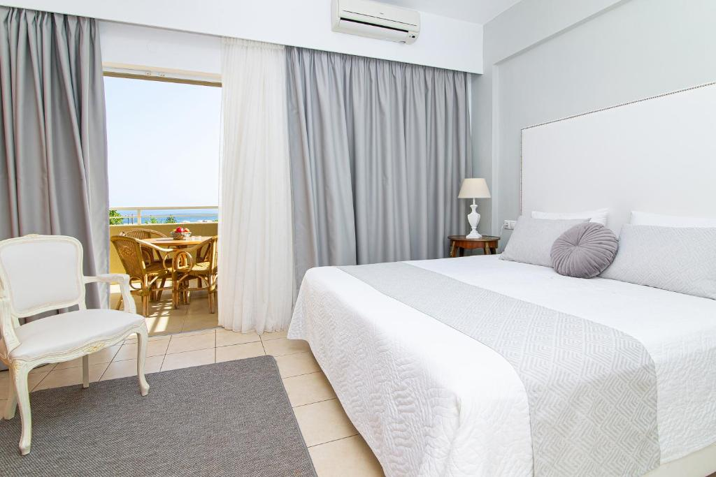 A bed or beds in a room at Villa Mare Monte ApartHotel