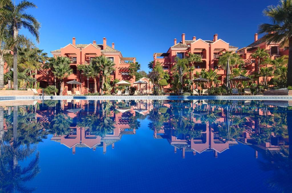 A piscina localizada em Vasari Resort ou nos arredores
