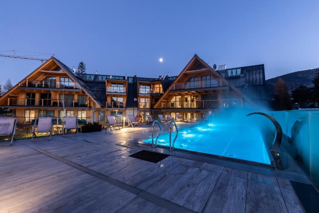 The swimming pool at or close to APARTHOTEL ROYAL RESORT SPA Zakopane