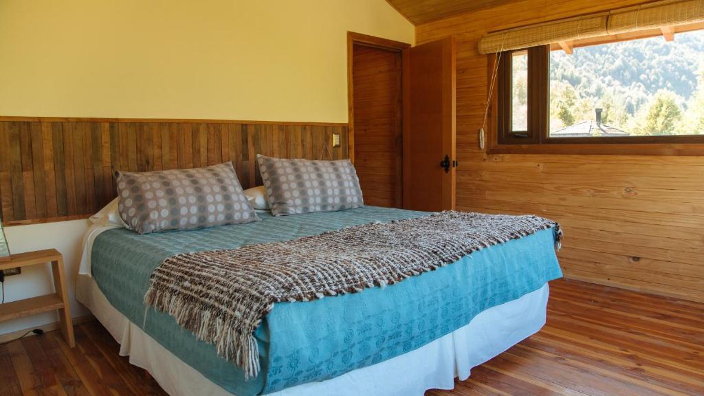 Cama o camas de una habitación en Peumayen Lodge & Termas