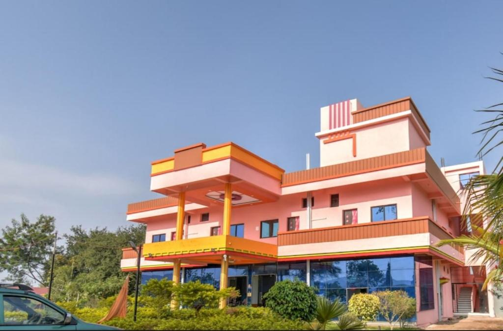 Hotel Nisarg Lodging And Restaurant