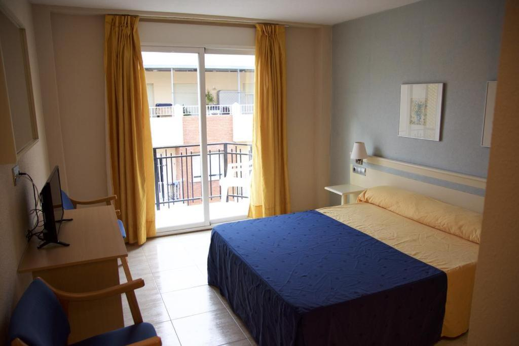 A bed or beds in a room at Hotel Marbella