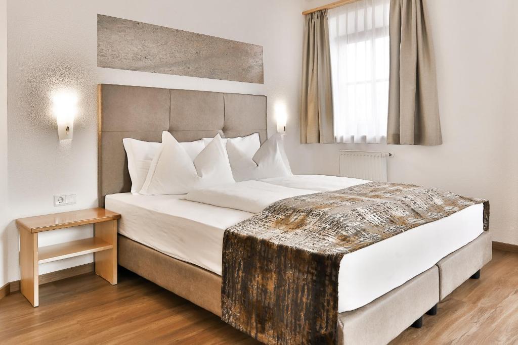 Ein Bett oder Betten in einem Zimmer der Unterkunft Residence Kronenwirt