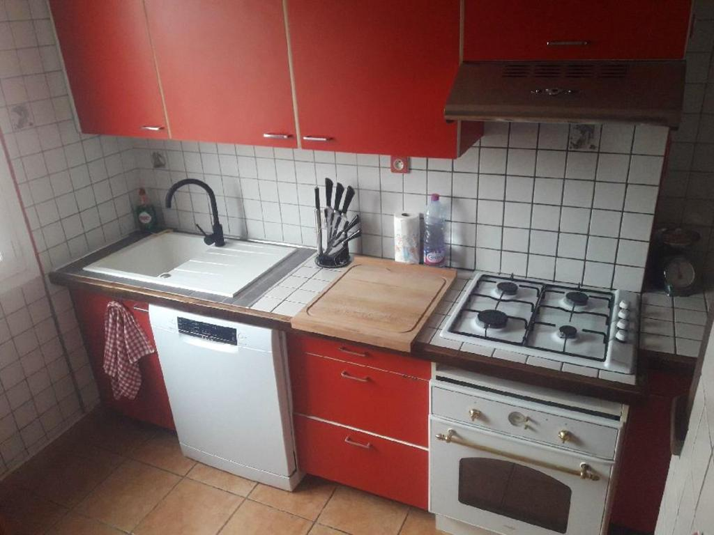 A kitchen or kitchenette at Apartment with 2 bedrooms in Perpignan with wonderful mountain view furnished balcony and WiFi 13 km from the beach