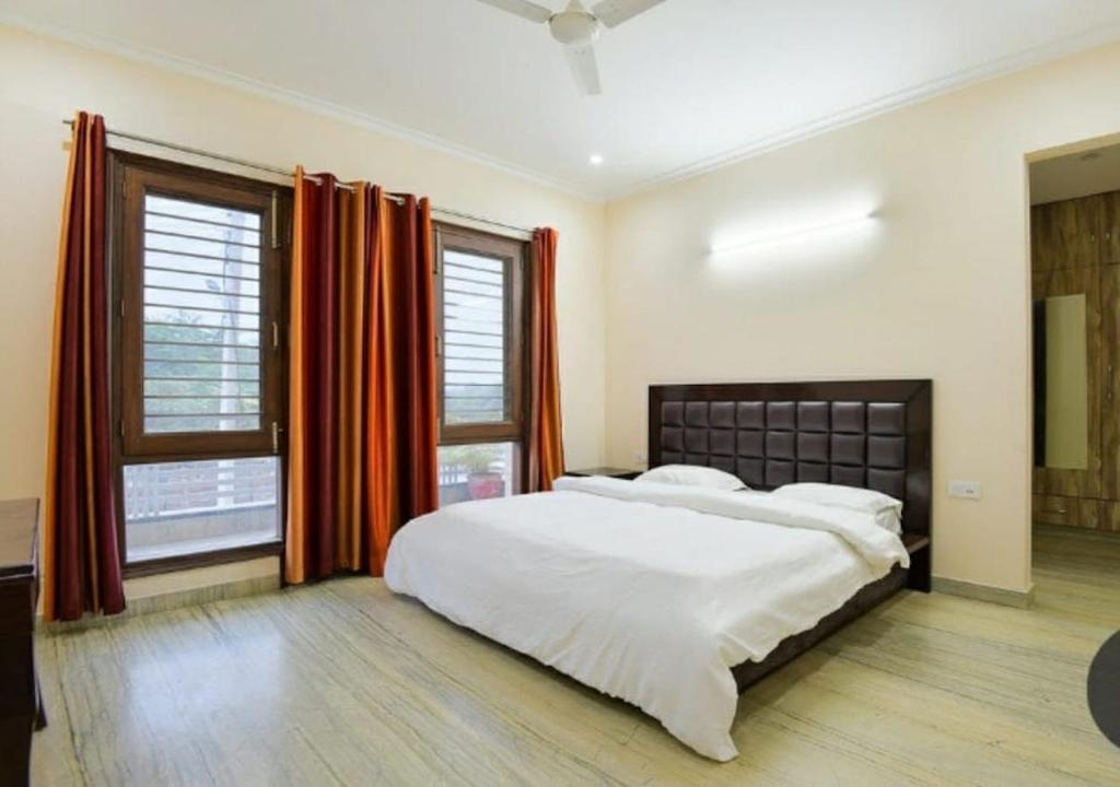3 BHK Serviced Apartment in Golf Course Road @Bedchambers