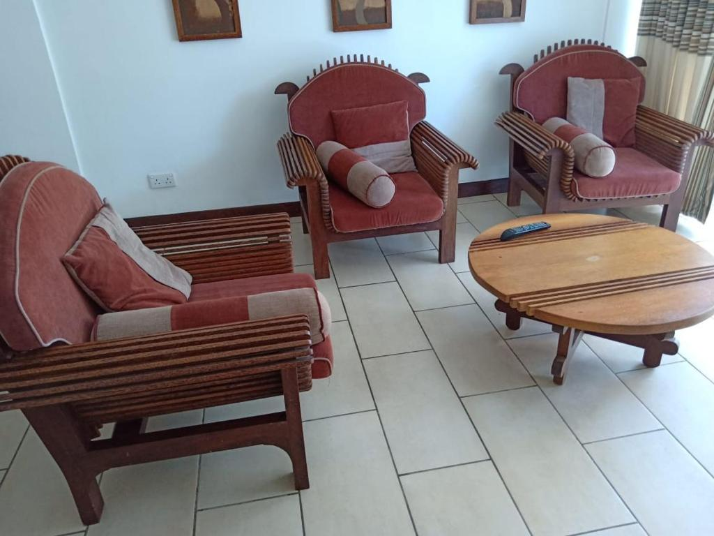 A seating area at Cowrie Shell Beach Apartments