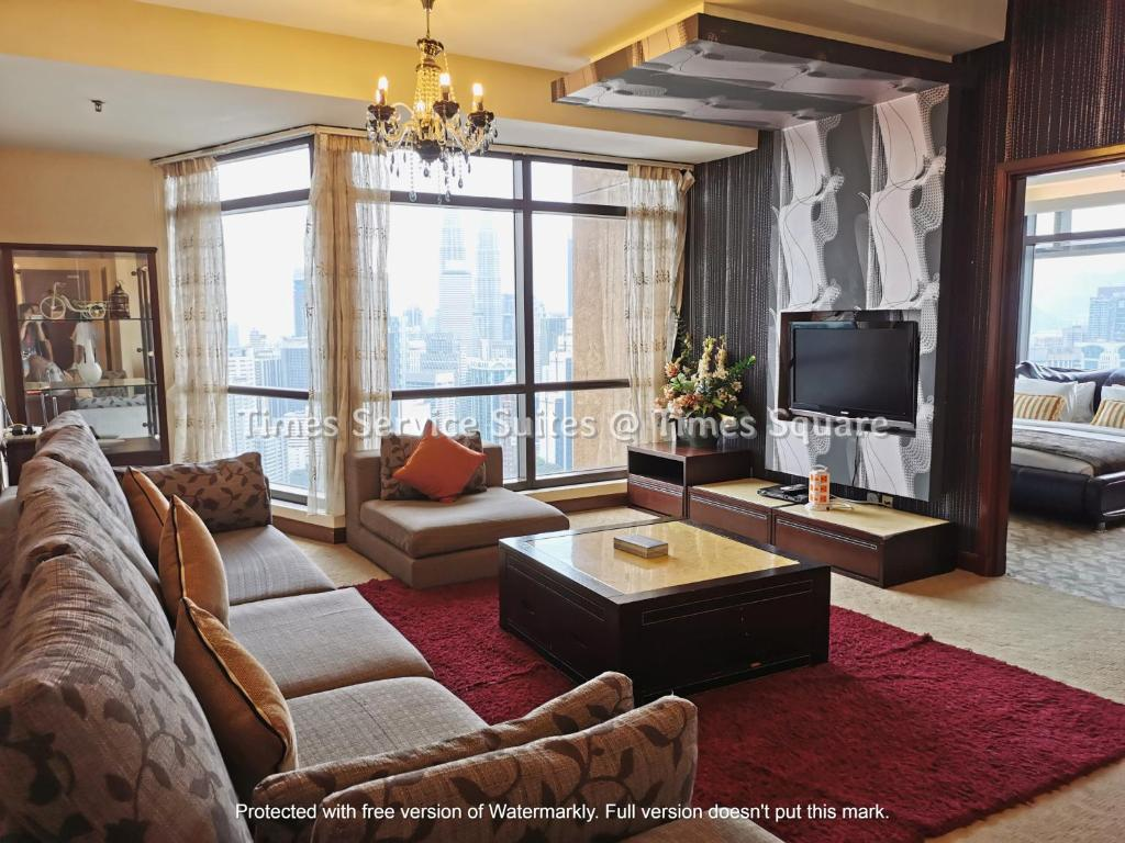 A seating area at Times Service Suites @ Times Square