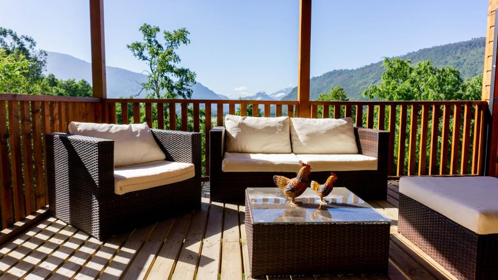 A balcony or terrace at Refugio Quiman