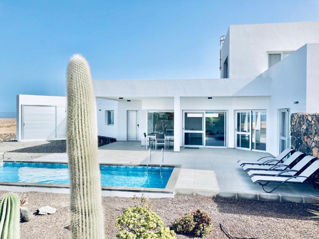 Bazén v ubytování Casa Achaman - Contemporary style villa with outstanding views nebo v jeho okolí
