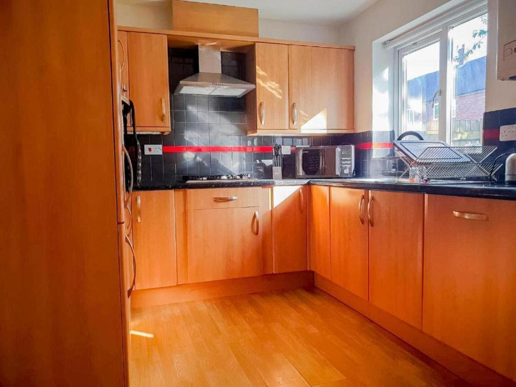 A kitchen or kitchenette at The Perfect Stay - Manchester