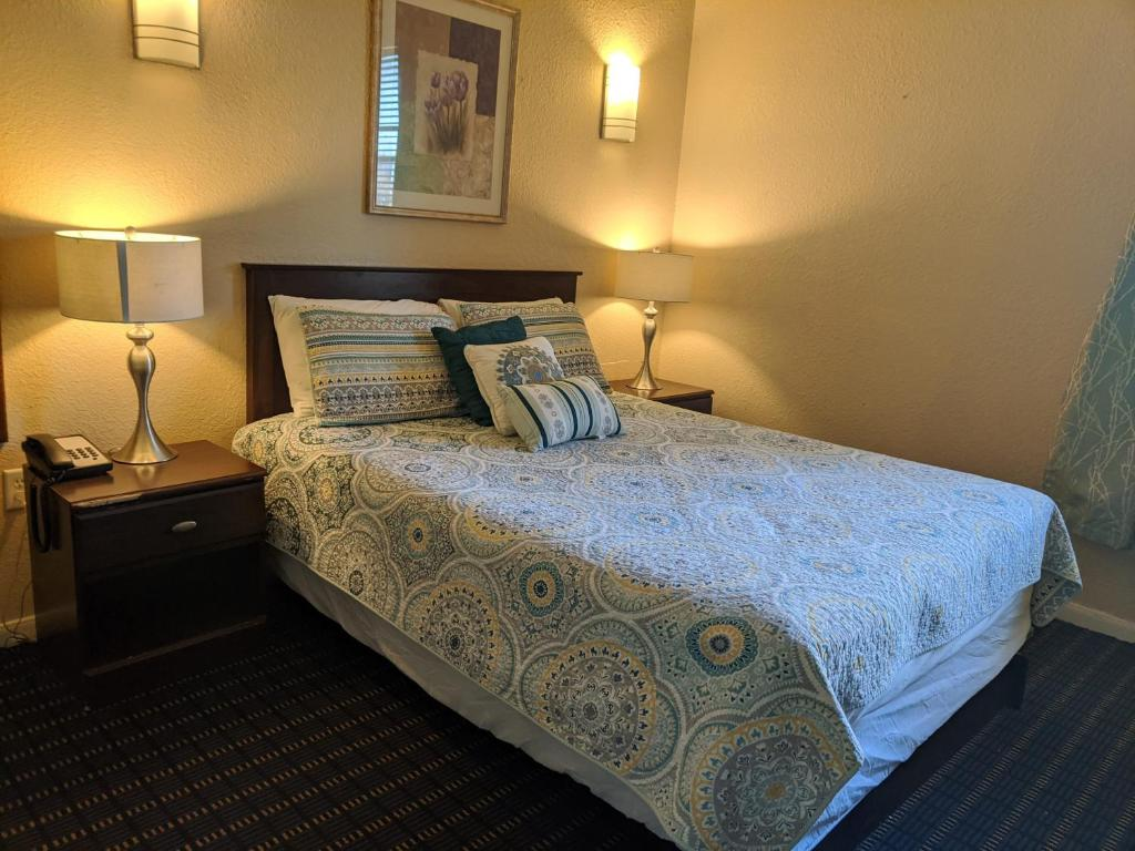 A bed or beds in a room at Athens Hotel & Suites