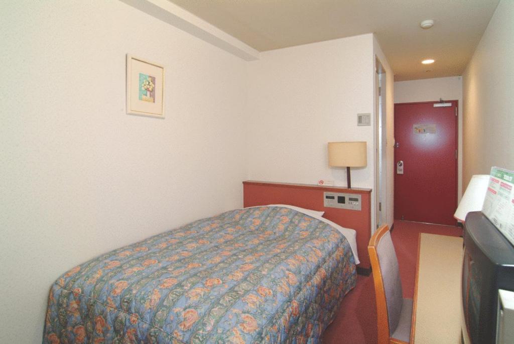 A bed or beds in a room at Hotel Kiyoshi Nagoya No.2