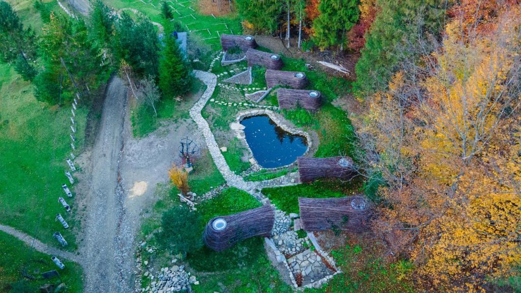 Vedere de sus a The Bear's Cottages