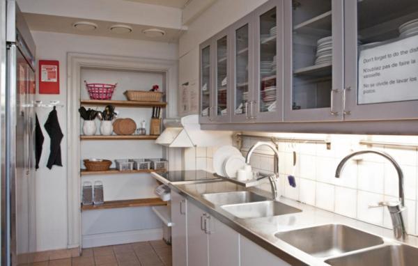 Ett kök eller pentry på STF af Chapman & Skeppsholmen