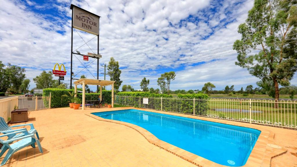 The swimming pool at or near Country Roads Motor Inn