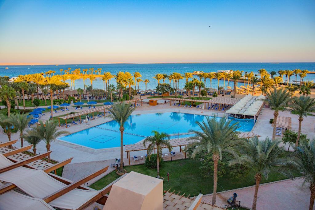 منظر المسبح في Continental Hotel Hurghada او بالجوار