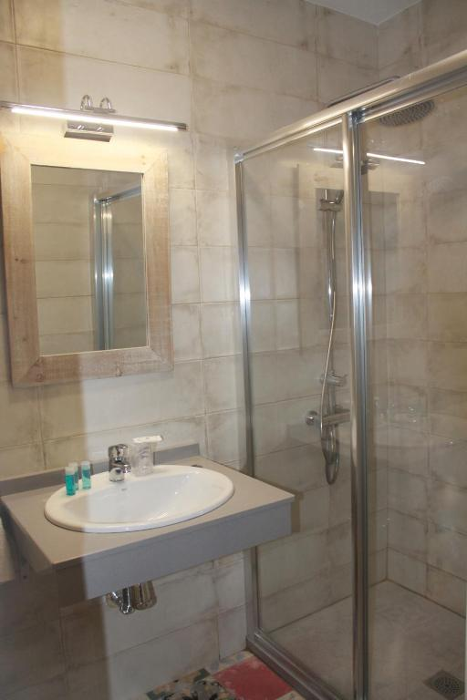 A bathroom at Hotel Torre del Oro