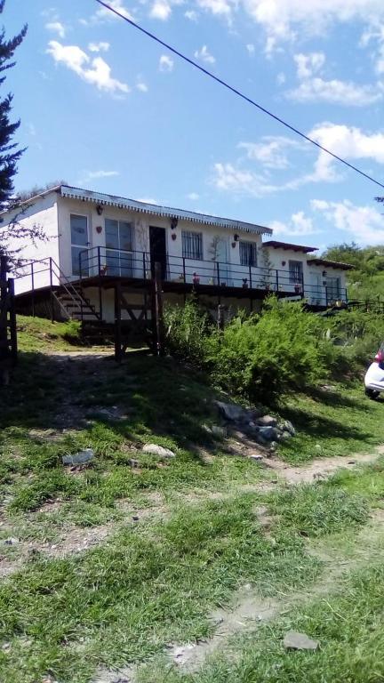 Monoambiente en La Serranita. 5 cuadras del río.