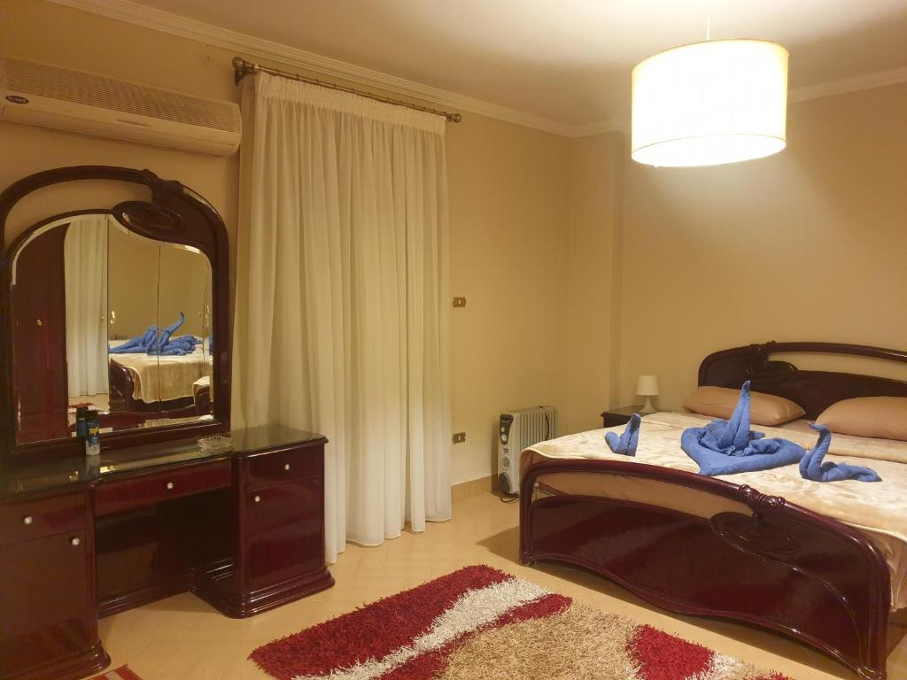 A bed or beds in a room at Chelay Apartments