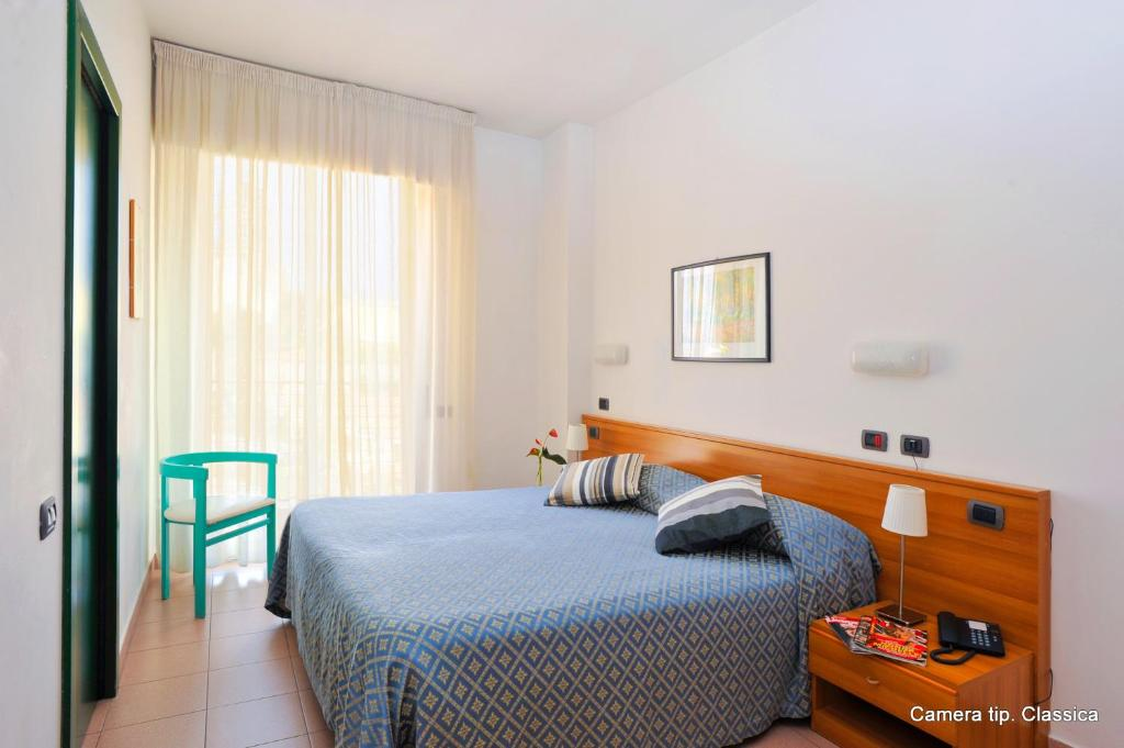 A bed or beds in a room at Excelsior Hotel E Appartamenti