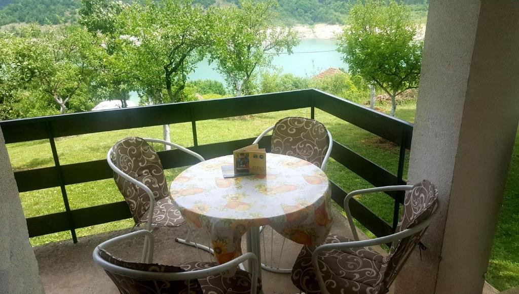 Balkon ili terasa u objektu Zavojsko jezero Pirot - Kuća Pepa
