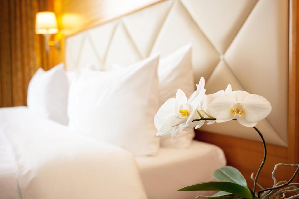 Giường trong phòng chung tại Milan Hotel Moscow