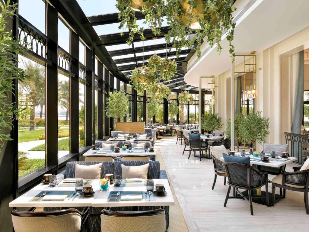 مطعم أو مكان آخر لتناول الطعام في فندق موفنبيك البحرين