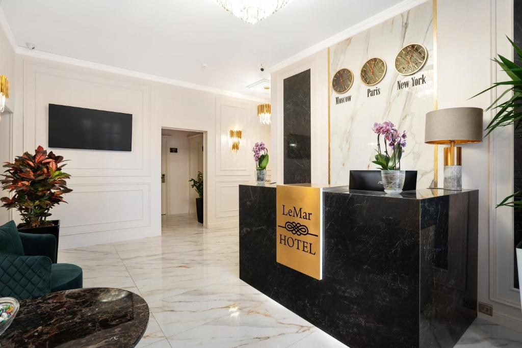 The lobby or reception area at Hotel LeMar