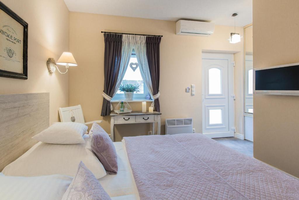 Łóżko lub łóżka w pokoju w obiekcie Villa Aurora