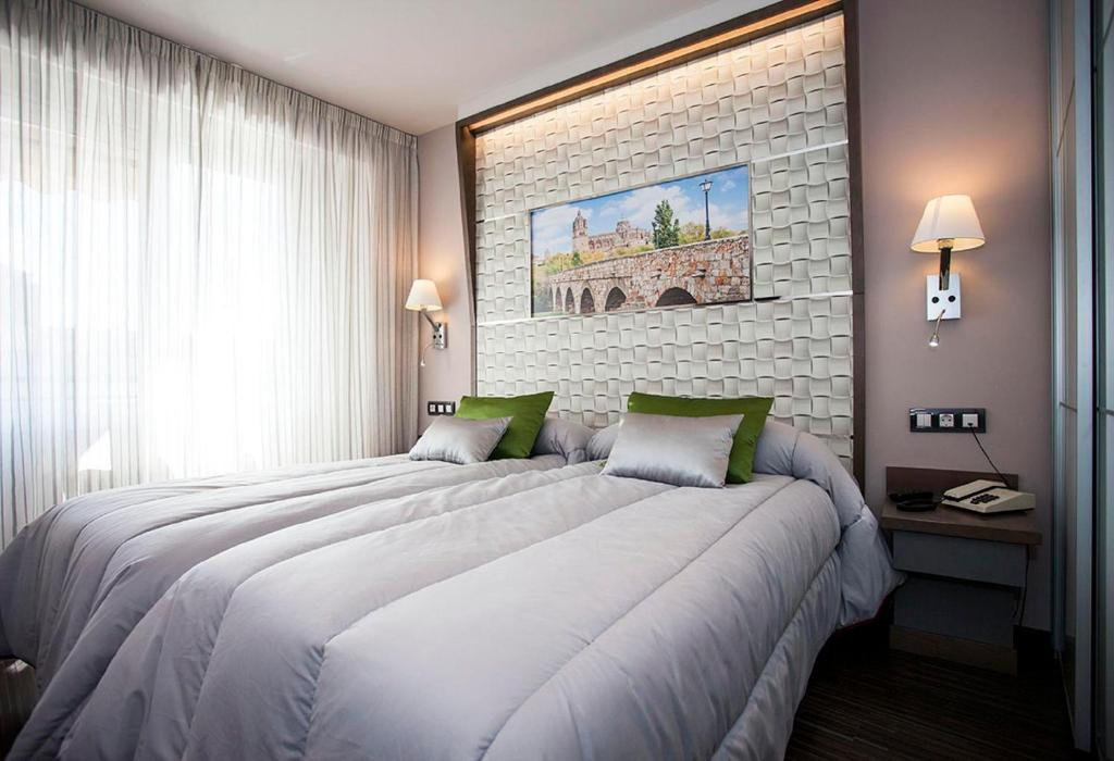 A bed or beds in a room at Hostal Barcelona