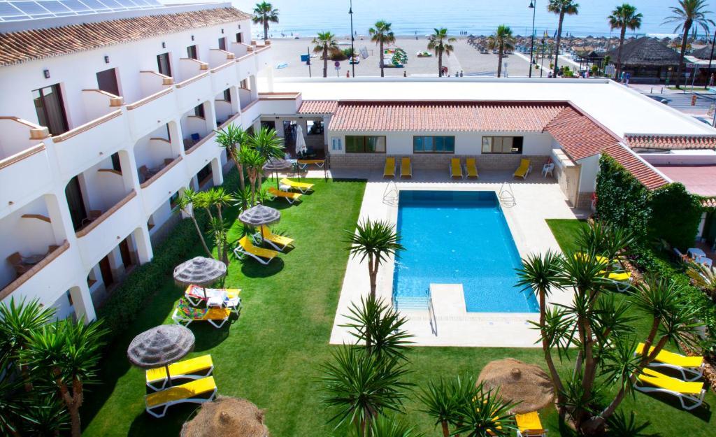 Uitzicht op het zwembad bij Hotel Tarik of in de buurt