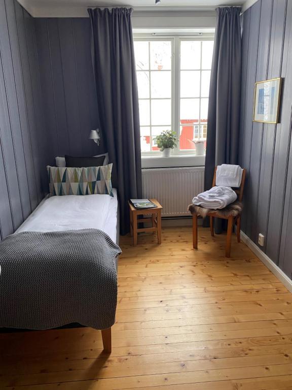A bed or beds in a room at Granavolden Gjæstgiveri