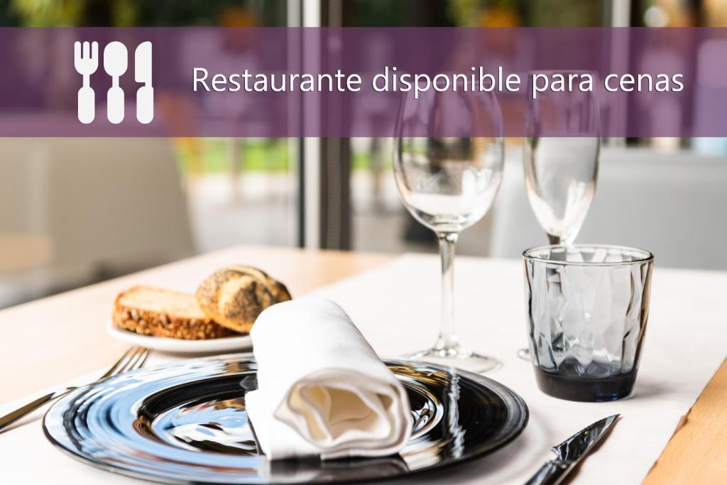 A restaurant or other place to eat at Mercure Atenea Aventura