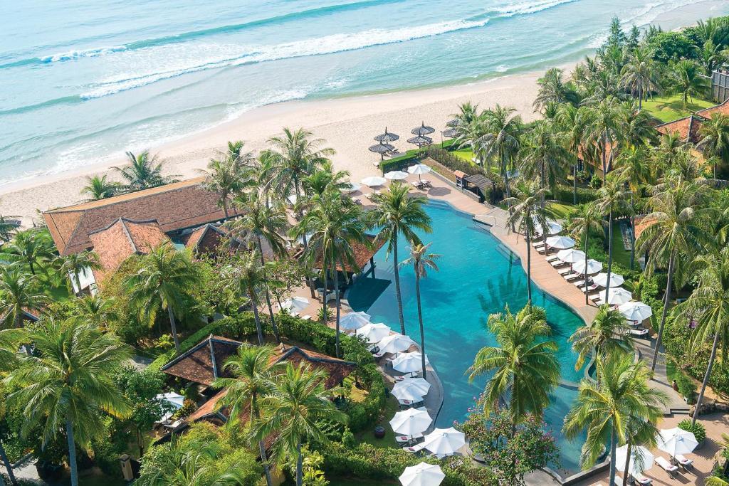 Tầm nhìn ra hồ bơi gần/tại Anantara Mui Ne Resort