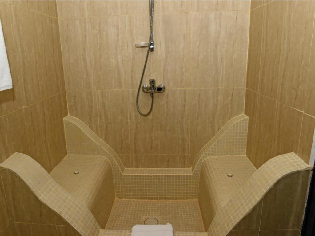 Ванная комната в Maru Maru Hotel