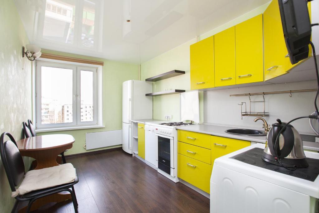 A kitchen or kitchenette at Standard Brusnika Apartments Vykhino