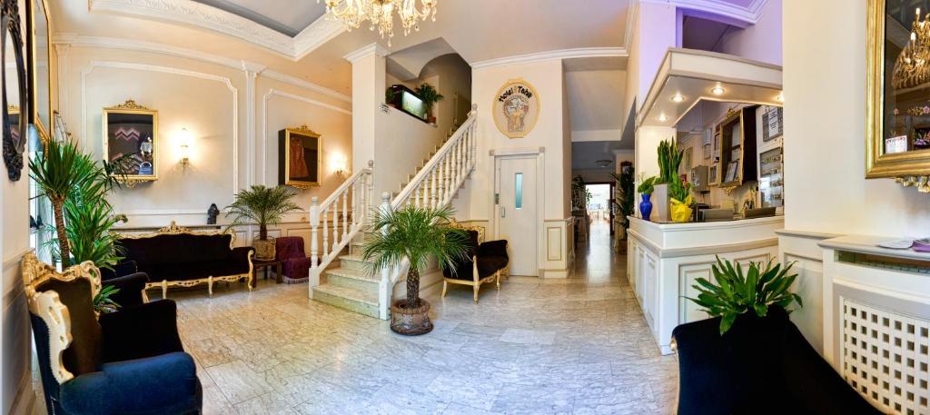 The lobby or reception area at Hotel Tahiti
