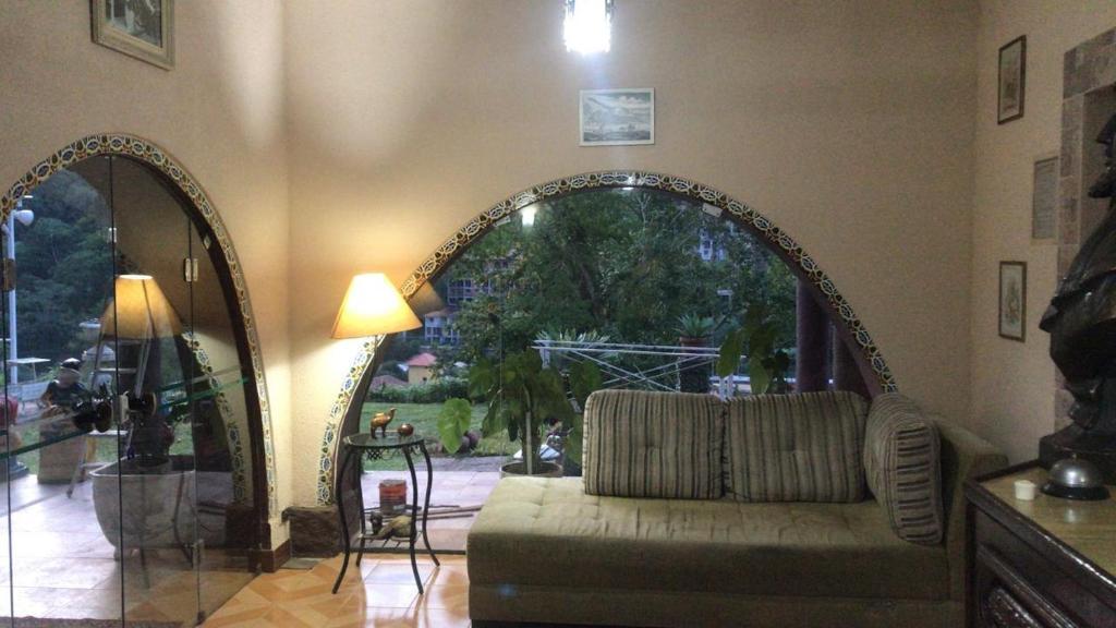 A seating area at Pousada monte libano