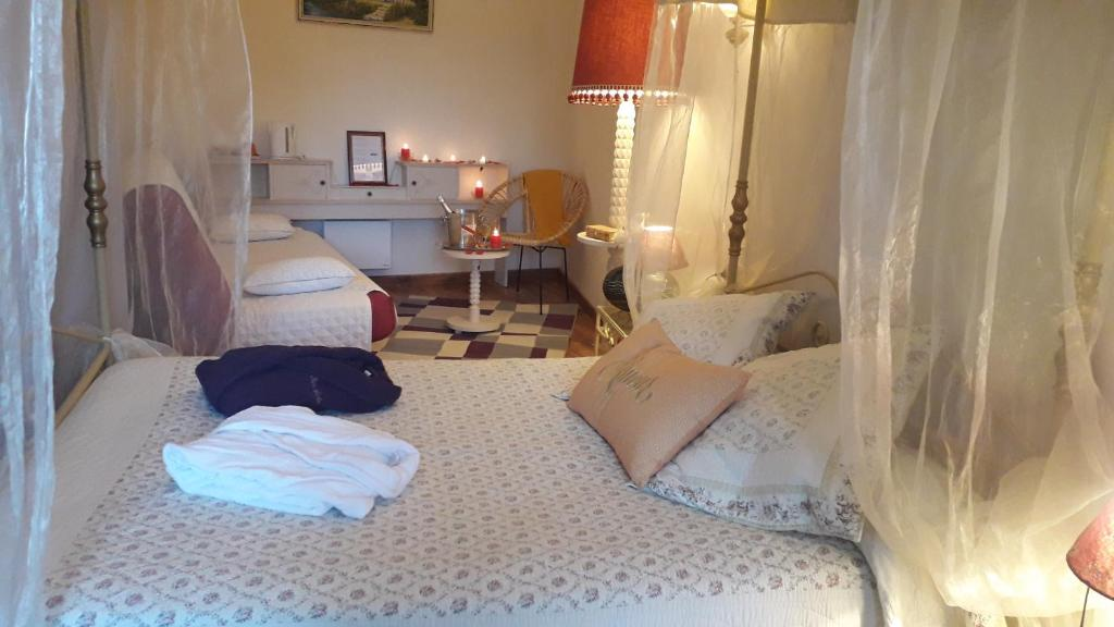A bed or beds in a room at Domaine de la Cour