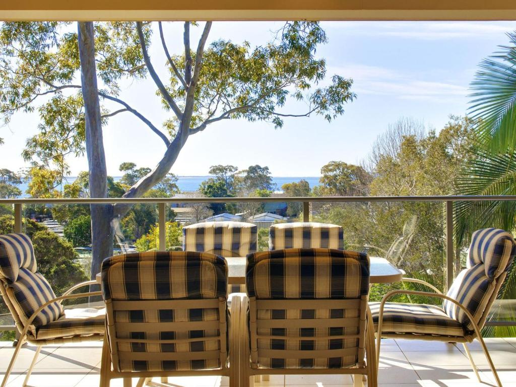A balcony or terrace at Bellima Beach House', 9 Jackson Close - huge duplex with air con and fabulous views