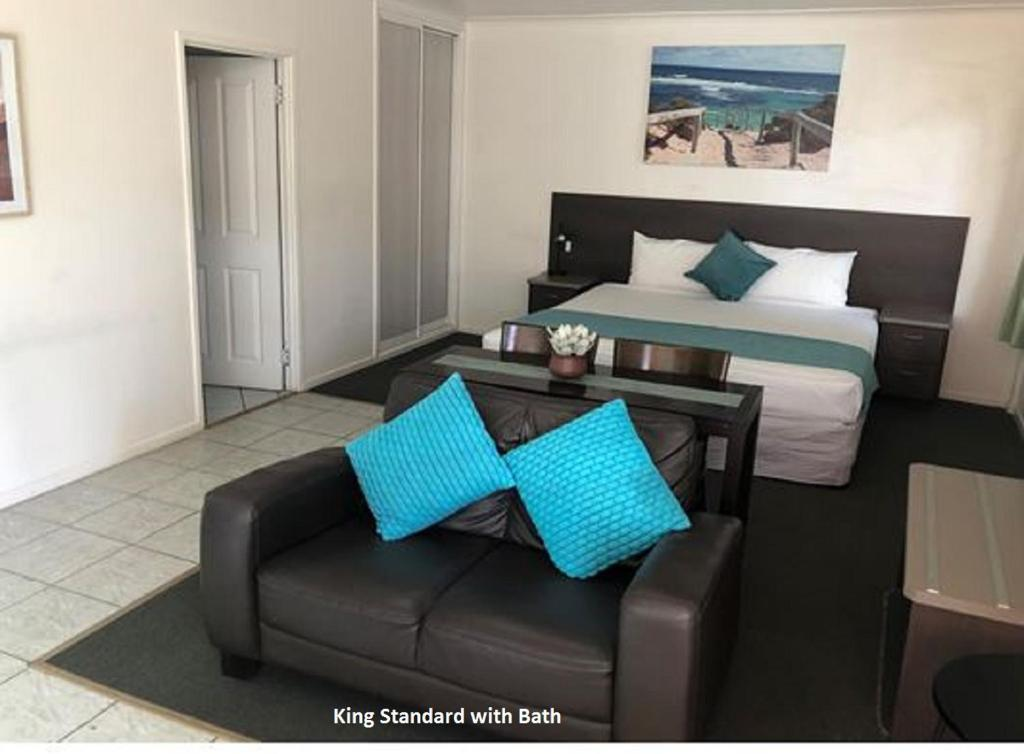 A seating area at Coral Sands Motel