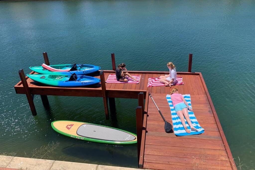 Villa Vida Loca, Holiday Home Mandurah Canals