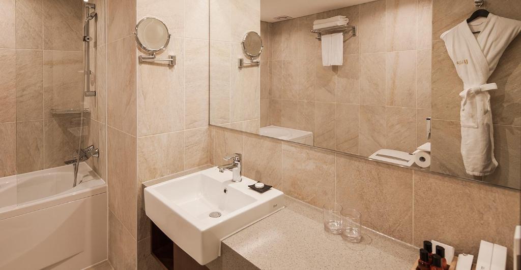 A bathroom at Hotel Uri&