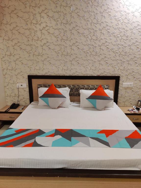 Ein Bett oder Betten in einem Zimmer der Unterkunft Vrinda Apartments